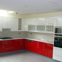 Magasfényű-festett-konyhabútor