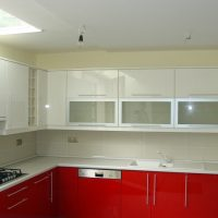 Magasfényű-festett-konyhabútor.2