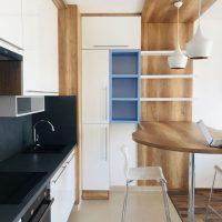 Modern konyhabútor magasfényű ajtófronttal.2