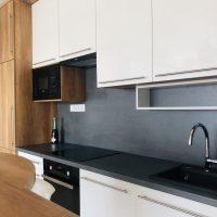 Modern konyhabútor magasfényű ajtófronttal.3