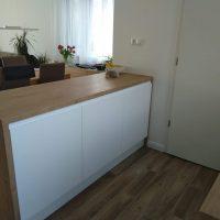 magasfényű-konyhabútor-fogantyúmart-ajtóval 4